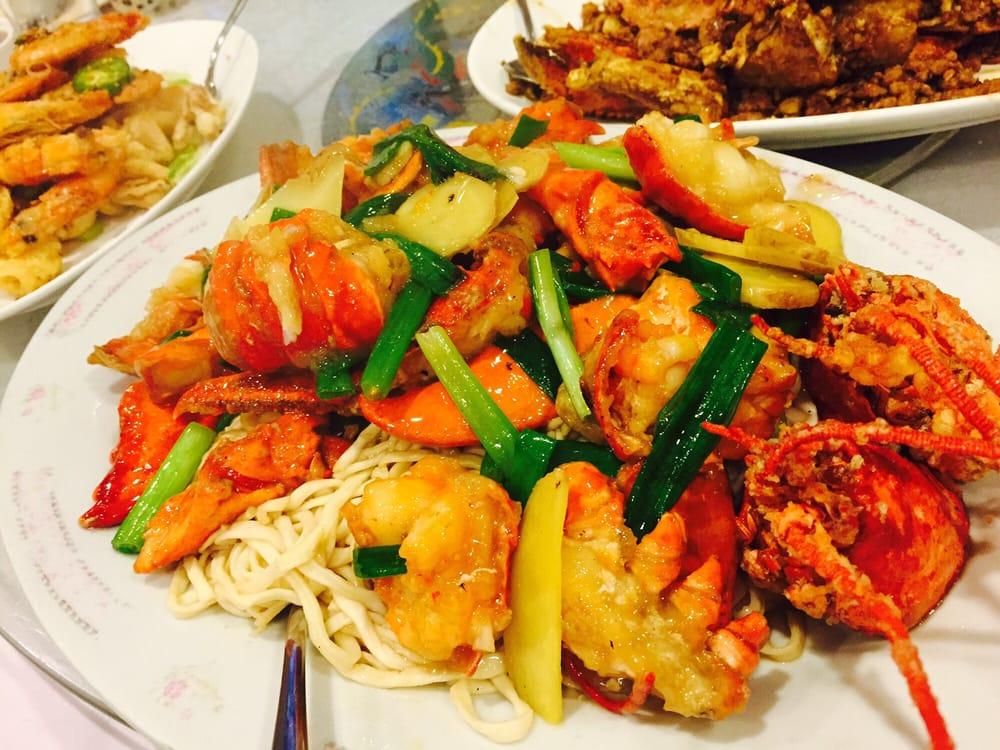 lobster yee mein long xia yi lobster yee mein is a lobster noodle is ...