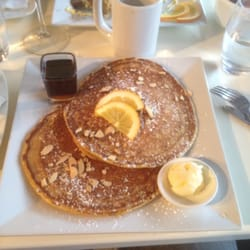 Blue Sage Cafe & Wine Bar - Pumpkin Pancakes with Honey Roasted Almonds - Baltimore, MD, Vereinigte Staaten