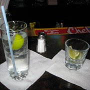 Tango Room & Bar - they didn't have tonic but plenty of limes! - Los Angeles, CA, Vereinigte Staaten