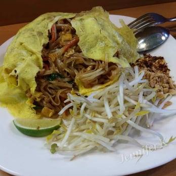 Ranu Thai Cuisine - Etobicoke, ON, Canada. Pad Thai Omelette ($9.99)