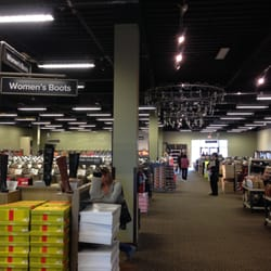 Designer Shoe Warehouse gets foothold in Canada in August