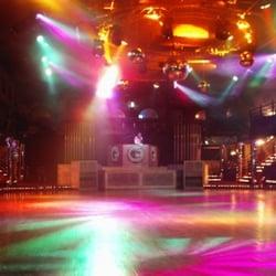 Le Tremplin - Montauban de Bretagne, Ille-et-Vilaine, France. intérieur de la discothèque Le Tremplin piste de danse lumières dancefloor