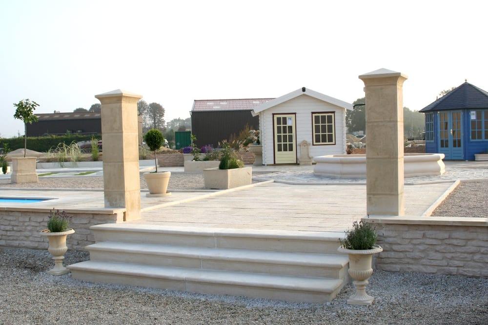 Escalier d coratif en pierre reconstitu e de bourgogne yelp for Escalier pierre reconstituee
