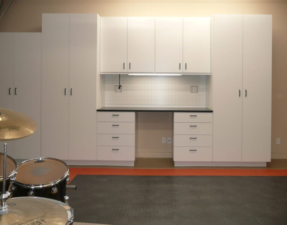 Man Cave Garage Cabinets : Your typical man cave with an elliott s workbench