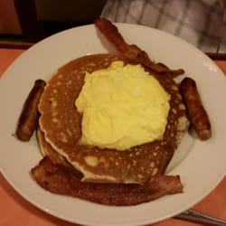 Yia Yia's Pancake House - North Riverside - North Riverside, IL, États-Unis. When ordering, make sure you tell them you want your pancakes on a separate plate, or it will come all on one plate. Gross.