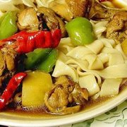 Da Pen Ji (Hünnertopf mit breite Nudeln)