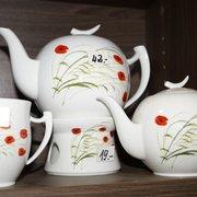 Teekannen und Becher in großer Auswahl