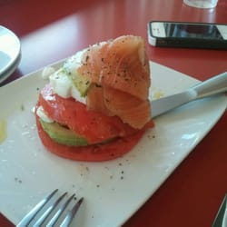 Goose The Market - Cold smoked salmon, indiana tomatoes, avacado, fresh ricotta - Indianapolis, IN, Vereinigte Staaten