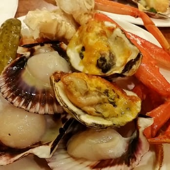 ... seafood! Scallop sashimi, baked Scallop, baked oysters, raw oysters