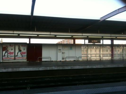 Metro la rose public transportation la rose for Metro interieur