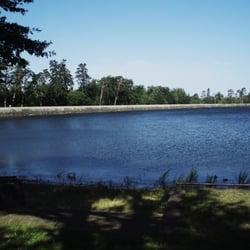Lac de St Férréol:la digue(800 m)