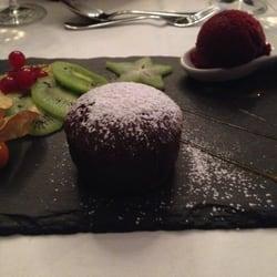 Lauwarmer Schokoladenkuchen mit Sorbet…