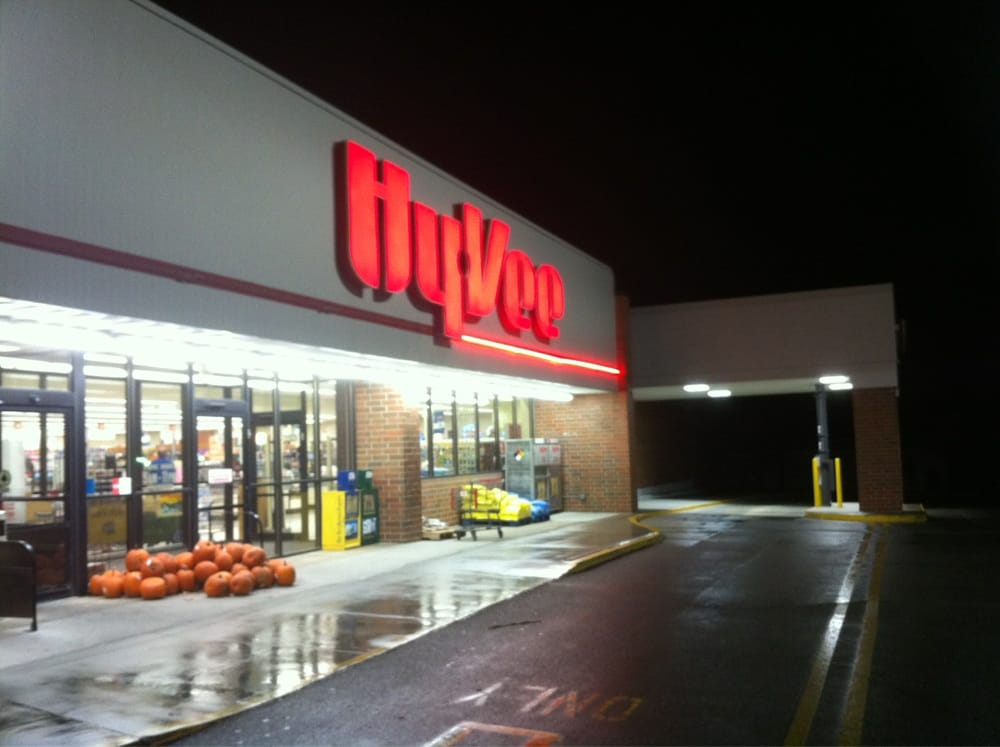 Hy vee food store grocery creston ia yelp for Cuisine store