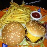 Burger Duo - 1 kleiner Cheeseburger und…