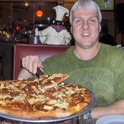 Times Square Pizzeria - Hubby with SMALL Pepperoni Bacon and Pineapple. - Phoenix, AZ, Vereinigte Staaten