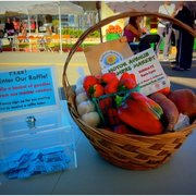 Motor Avenue Farmers Market - Raffle of fresh produce from the market. - Los Angeles, CA, Vereinigte Staaten