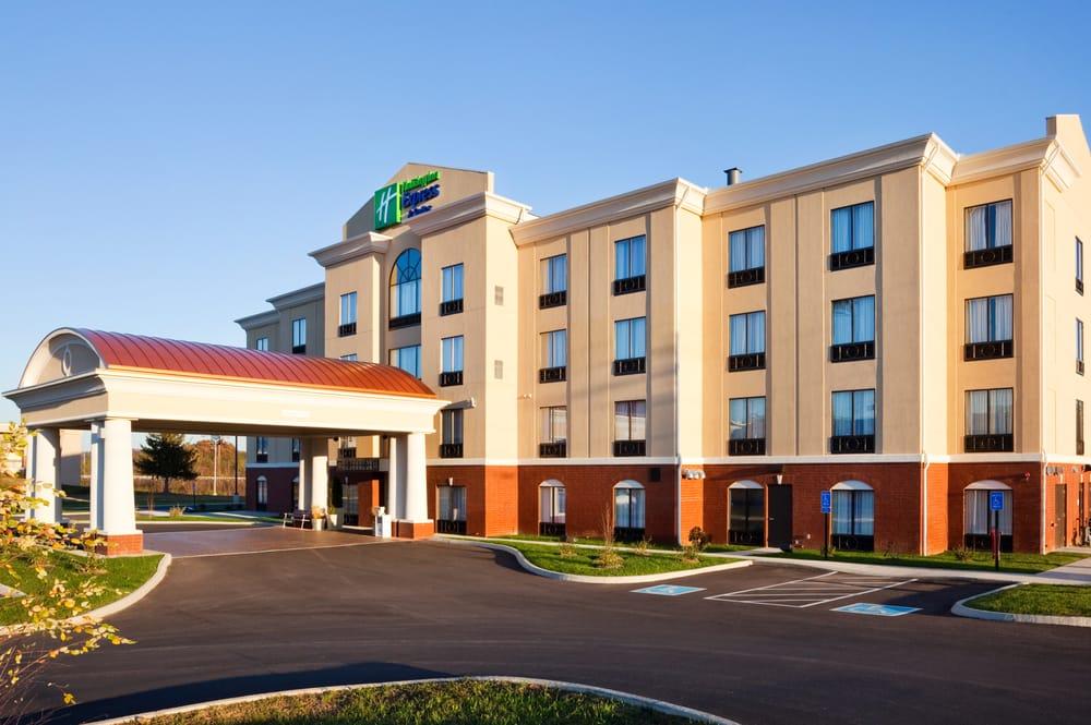 Holiday Inn Express & Suites Newport South: 1022 Cosby Hwy, Newport, TN