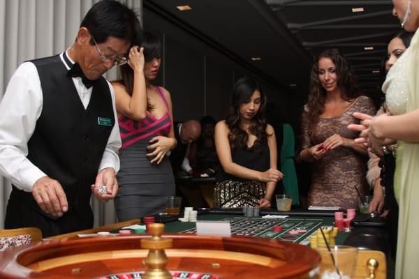 Pelin kulku tuijottaa oikealla rahalla venajaltat