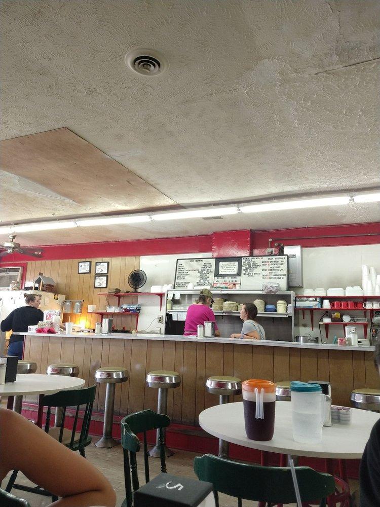 Mama's Restaurant: 101 Hickman Rd, Tabor City, NC