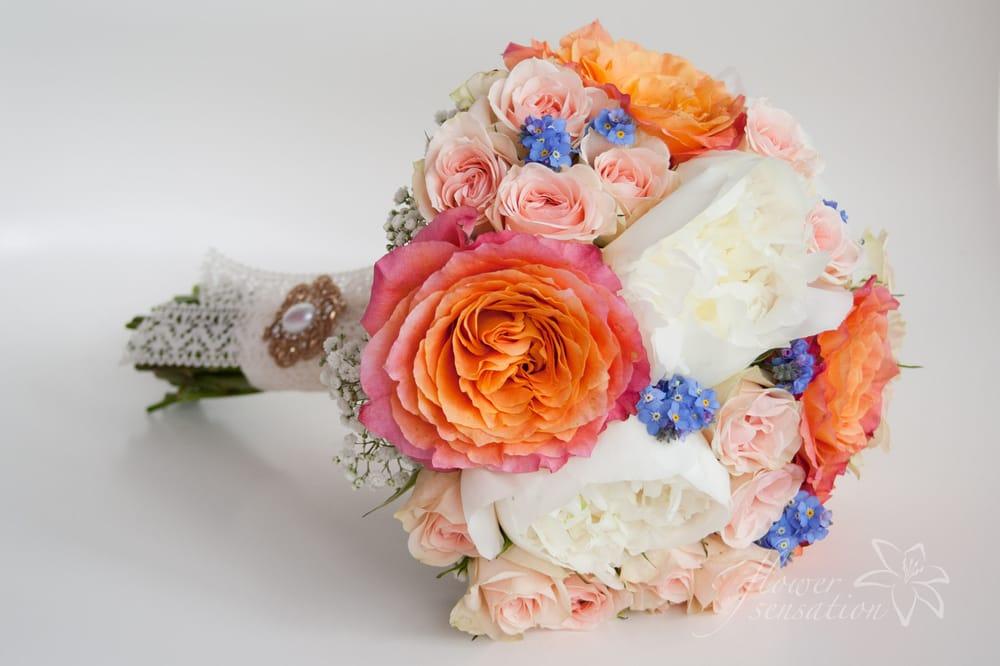 Vintage Brautstrauss Aus Rosen Strauchrosen Vergissmeinnicht Und