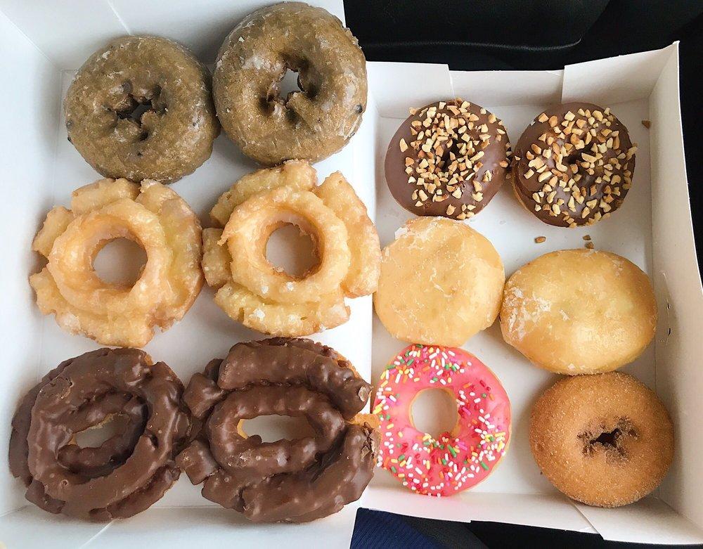 Elgin Donuts: 199 Hwy 290 E, Elgin, TX