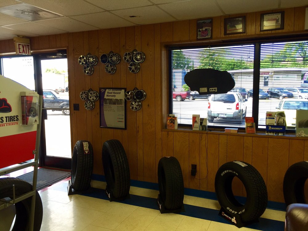 Larry's Auto & TIre
