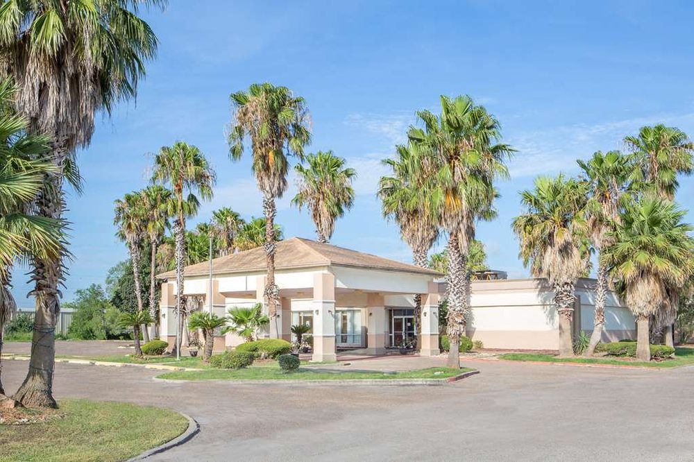 Days Inn by Wyndham Alice: 555 N Johnston St, Alice, TX