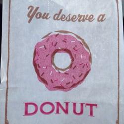 Fray's Donut House logo