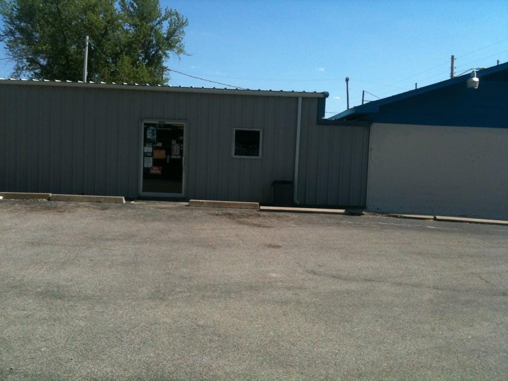 Baxter Gun & Pawn: 2330 Military Ave, Baxter Springs, KS