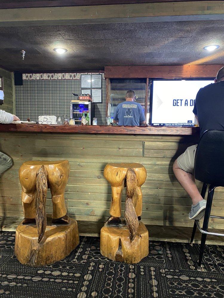 Outlaw Pizza: 906 Scott St, Gardiner, MT