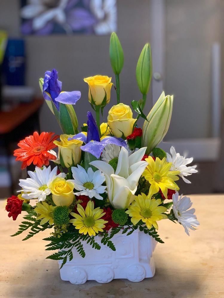 Linda's Flowers & More: 105 Rebel Rd, Kyle, TX