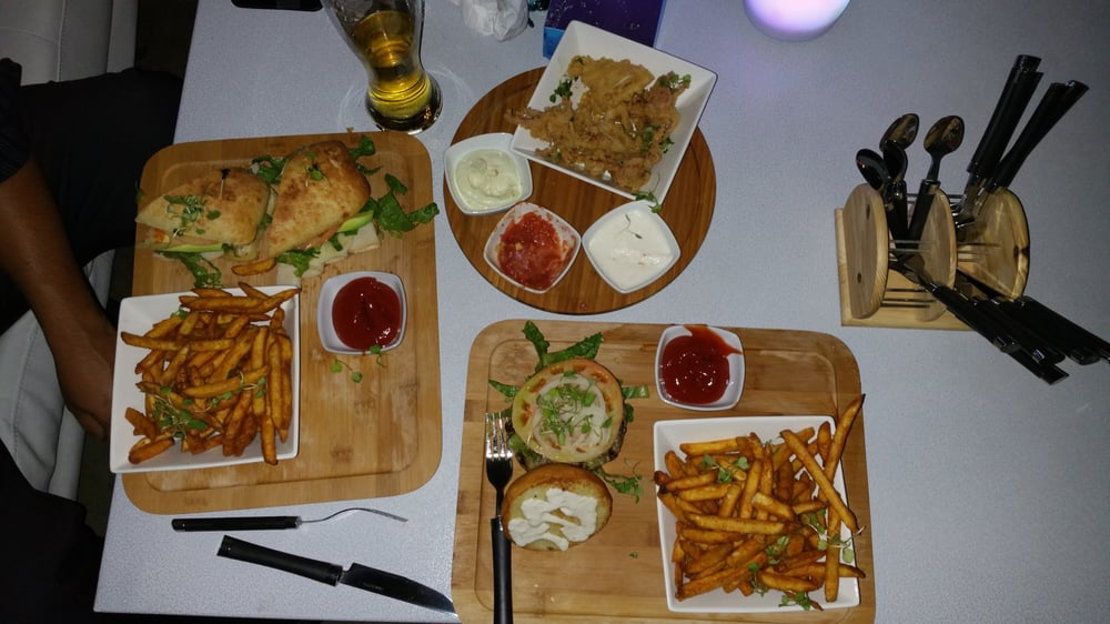 Xox Pub & Restaurant: 18250 E Gale Ave, City of Industry, CA