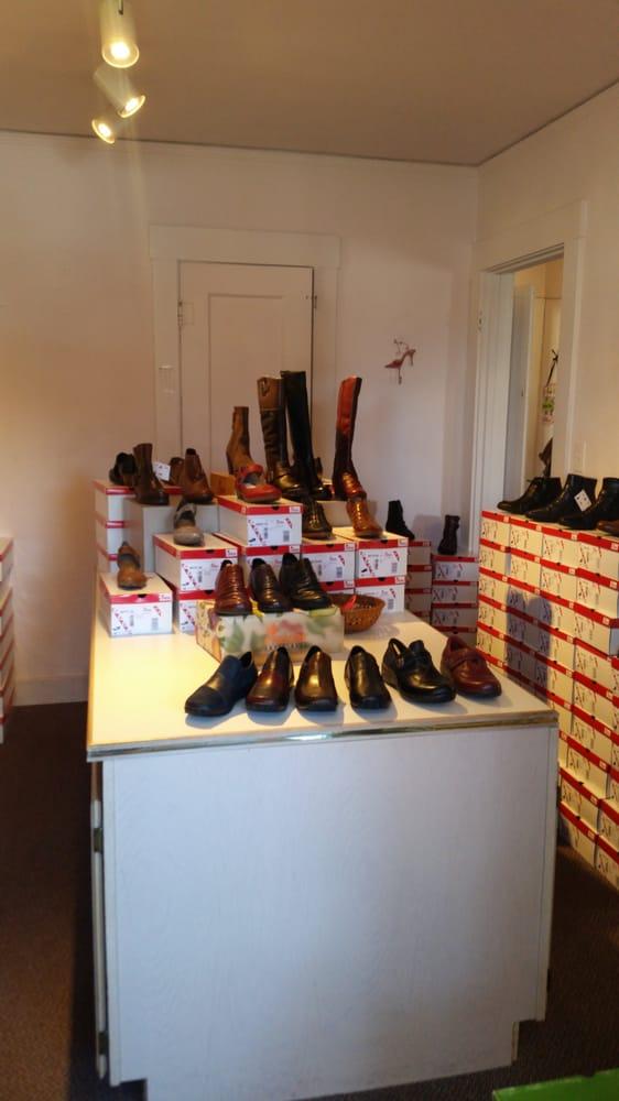 Annie's Shoes: 3005 F St, Eureka, CA