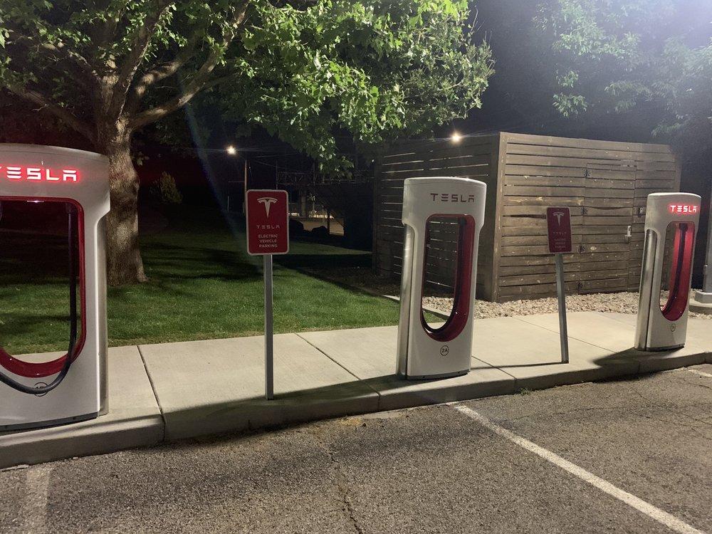 Tesla Supercharger Blanding: 12 N Grayson Pkwy, Blanding, UT