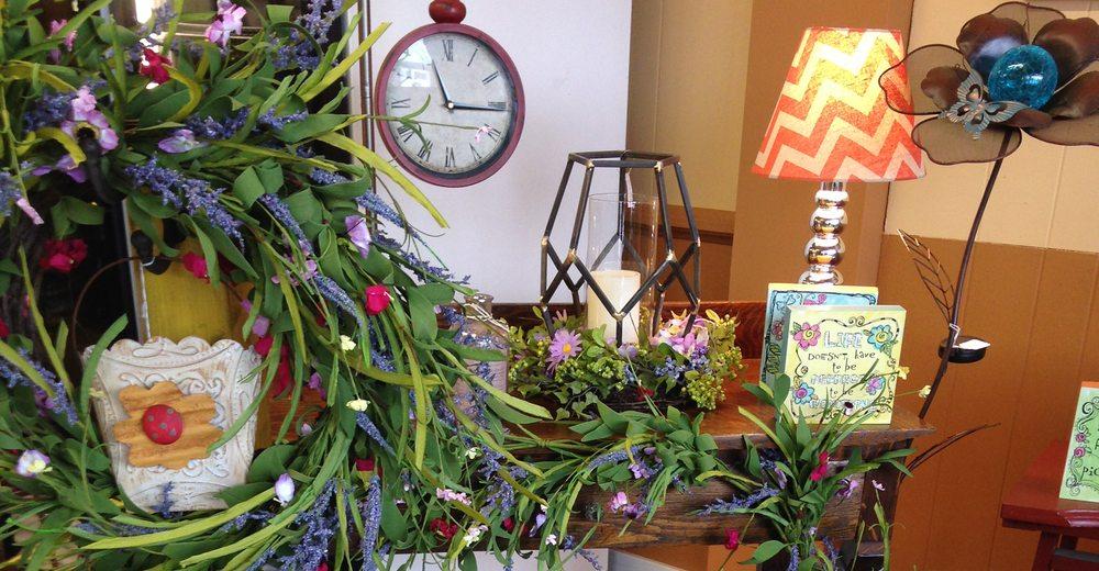 Mimi's Treasures: 303 W Front St, Annawan, IL