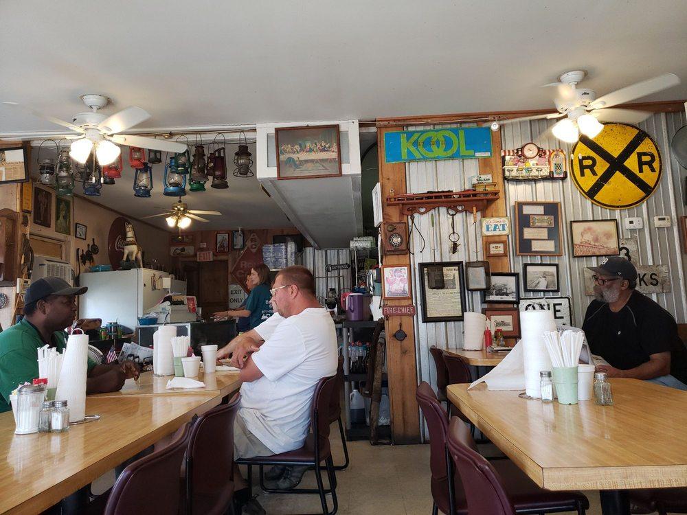Box Car Cafe: 220 N Nashville Ave, Sheffield, AL