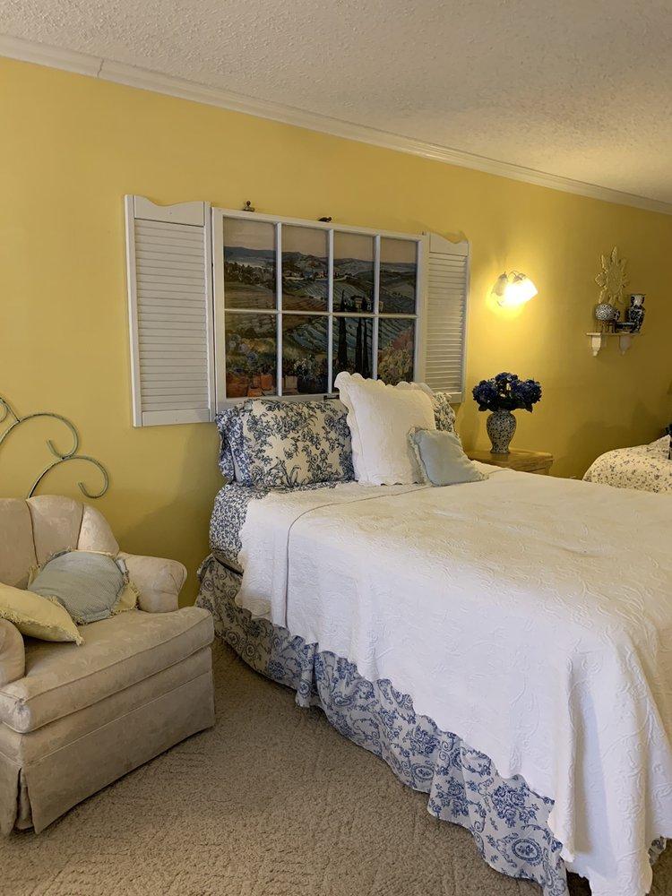 Azalea House Bed and Breakfast: 17744 Fm 1255, Canton, TX