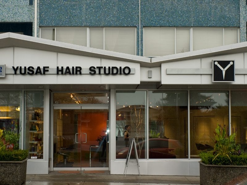 Yusaf hair studio coiffeurs salons de coiffure 6333 for Accentric salon oakridge