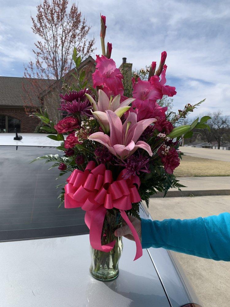 P.J.'s Flower & Gift Shop: 2900 Epperly Dr, Del City, OK
