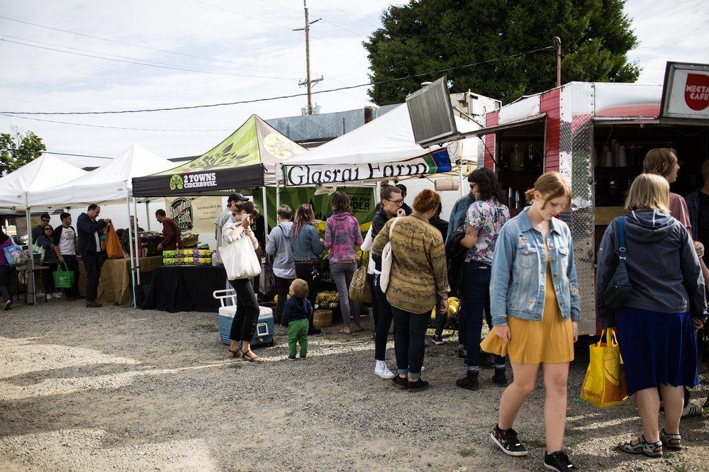 Montavilla Farmers Market: 7700 SE Stark St, Portland, OR