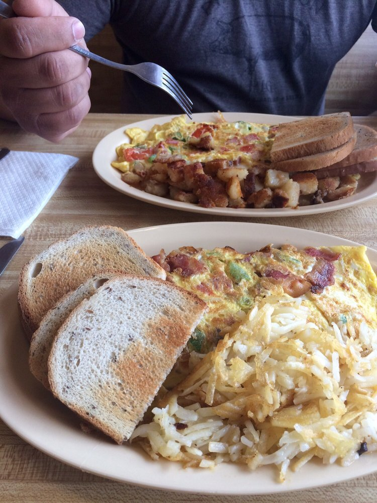 Cody's Cafe: 9 Grand Ave, Swanton, VT