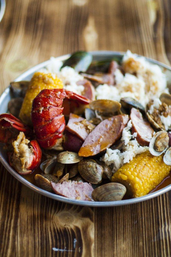 Hook & Reel Cajun Seafood & Bar: 7740 Tidewater Dr, Norfolk, VA