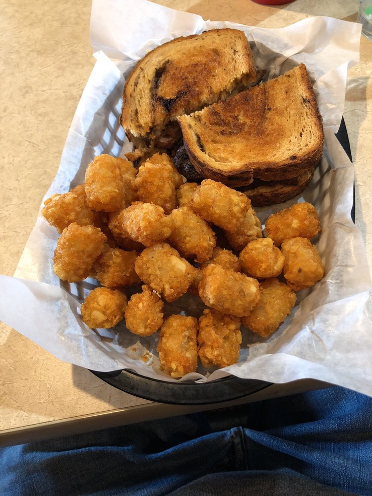 Port Light Cafe: 33194 B Patriot Way, Warrenton, OR