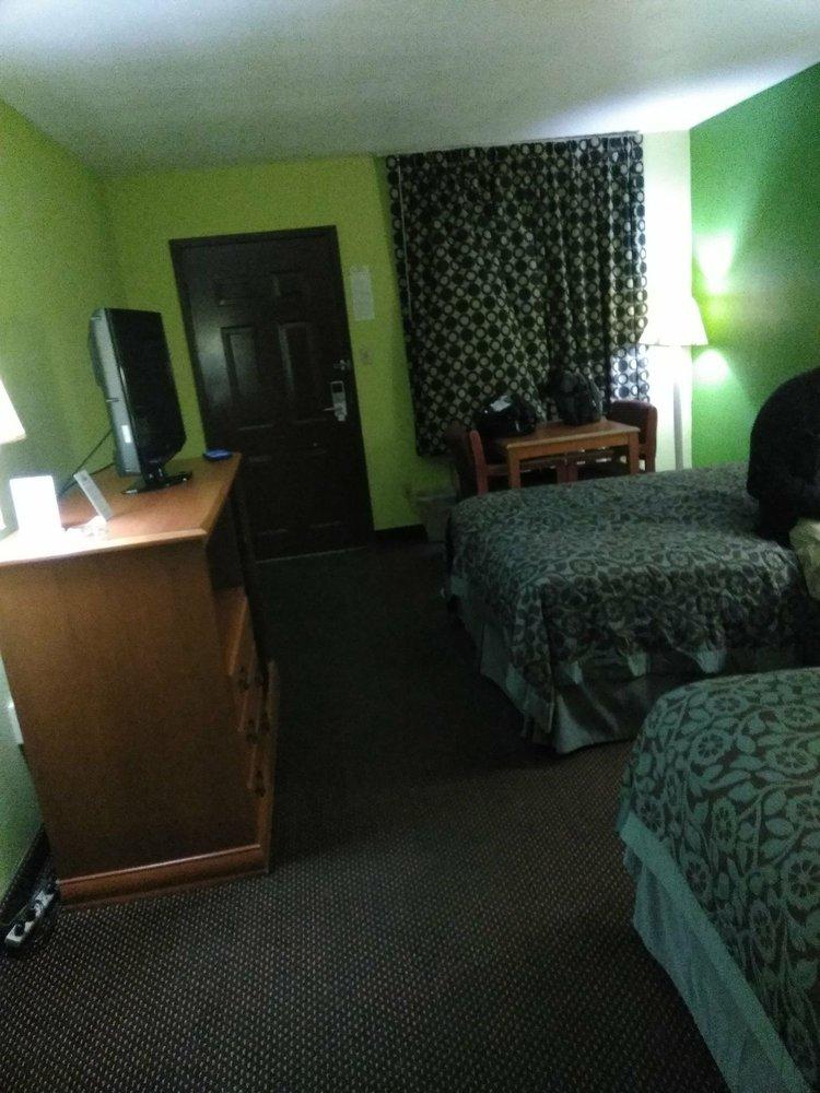 Days Inn by Wyndham Fulton: 1603 South Adam St, Fulton, MS