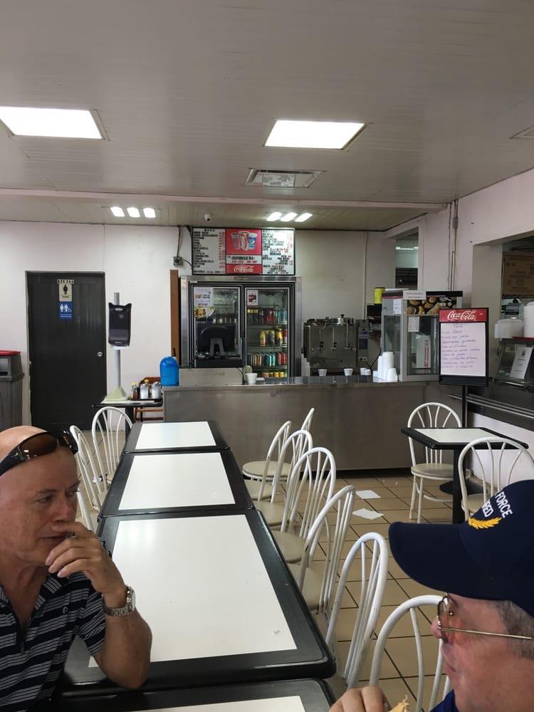 Panaderia La Borinquena: Calle Central Prairie14, Coto Laurel, PR