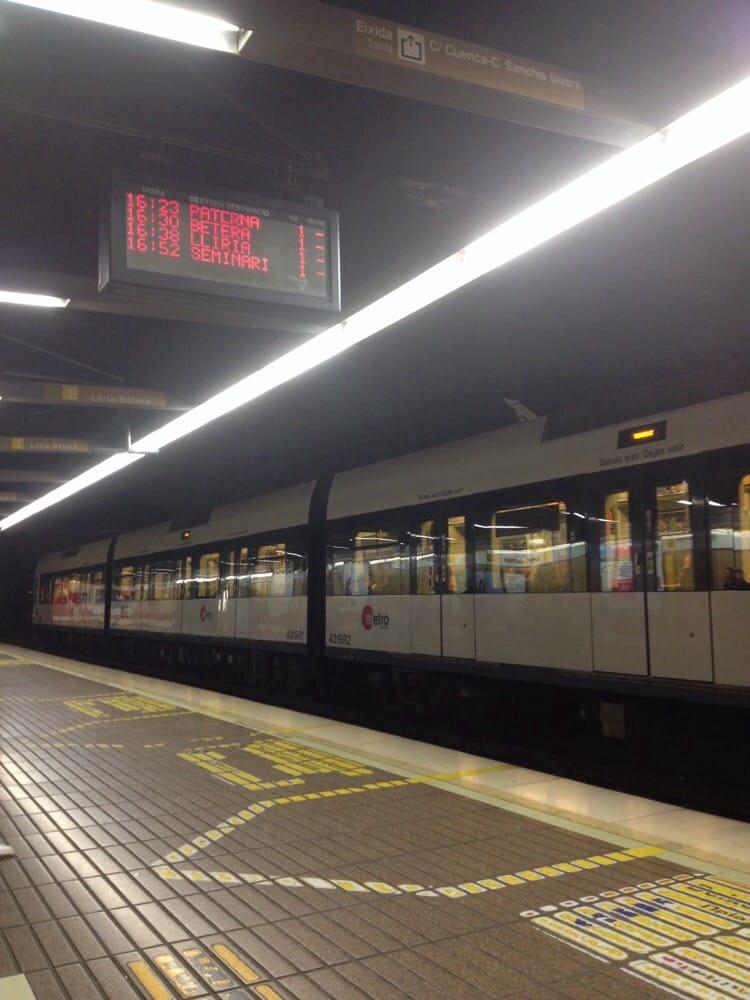 Metro ngel guimer 14 fotos oficinas de tr fico y for Oficinas ups madrid