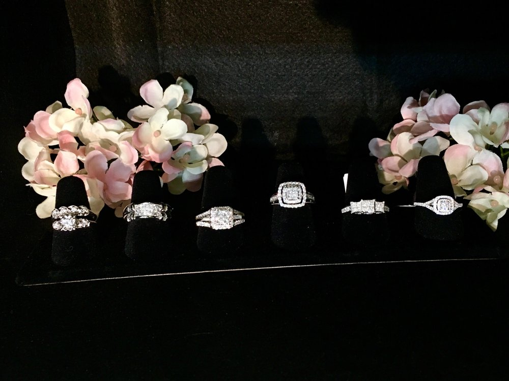 Elegant Treasures: 1000 Warrenton Shops, Warrenton, MO