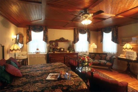 The Arlington Inn: 3904 Rt 7A, Arlington, VT