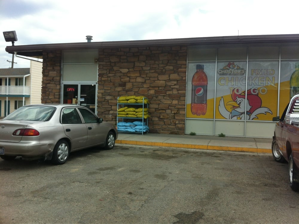 Tom's Market: 130 1st St N, Cascade, MT