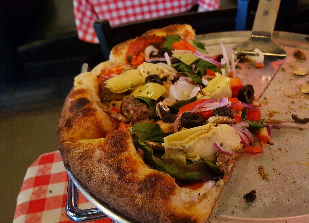 Lou's Wood Fire Pizza: 2409 Veterans Blvd, Del Rio, TX